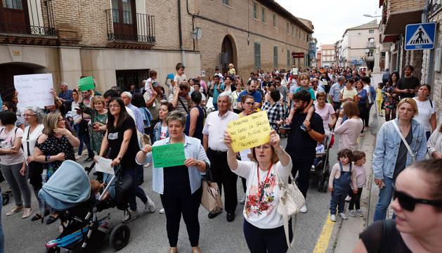 Varios vecinos de Buñuel, en una manifestación que tuvo lugar el año pasado por recortes en Pediatría.
