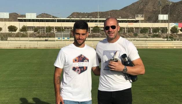 Pandiani junto a Roberto Torres, un miembro del staff del Lorca.