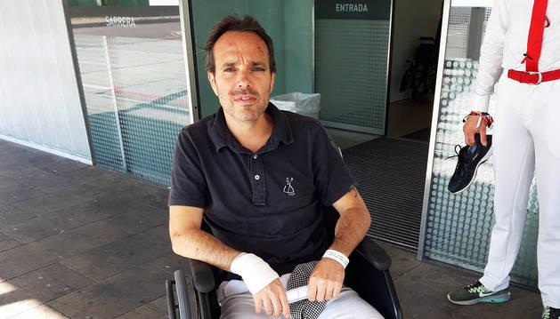 David Úbeda, a la salida de Urgencias en el CHN.