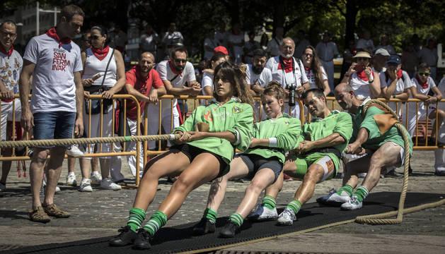 Los miembros del Beti Gazte, concentrados durante una de las rondas del torneo.