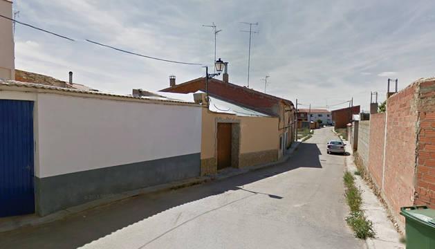 Acceso a la calle Portugal de la localidad conquense de Villarta, donde se produjo el incendio.