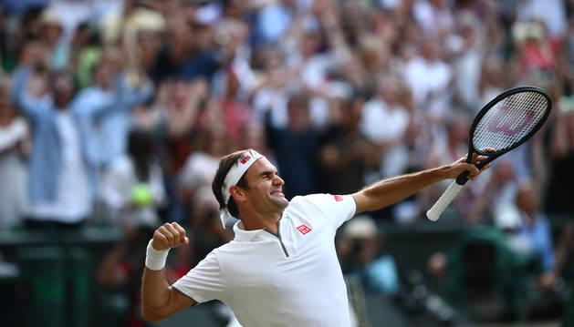 foto de Federer celebrando su victoria ante Nadal y el pase a la final de Wimbledon