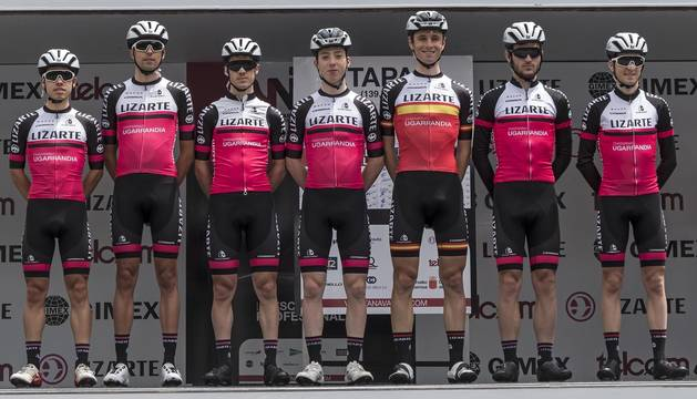 El equipo Lizarte que tomó parte en la última edición de la Vuelta a Navarra en Estella.
