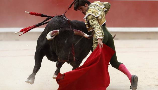 José Garrido lidia el primer toro de la tarde