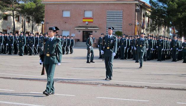 Cadetes durante la jura de bandera de una promoción anterior en la escuela de Baeza.