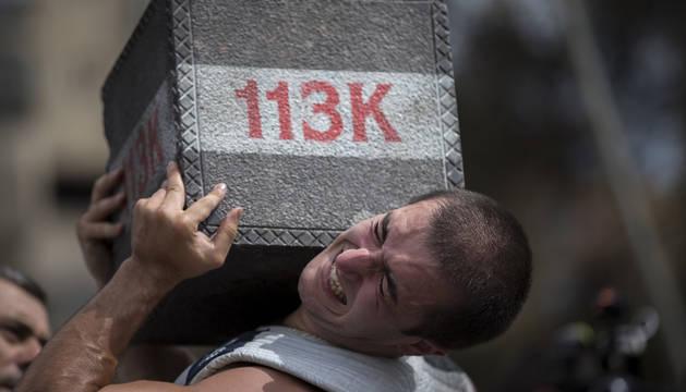 Jon Irañeta se lleva la txapela del campeonato de levantamiento de piedra