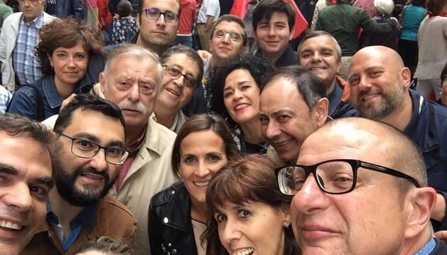 Foto de los socialistas, en la manifestación del 3 de junio de 2017 en rechazo a la derogación de la ley de Símbolos.