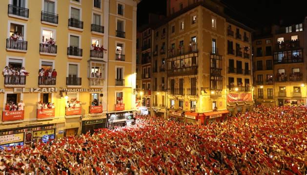 foto de Miles de pamploneses han despedido las fiestas de San Fermín con el Pobre de Mí