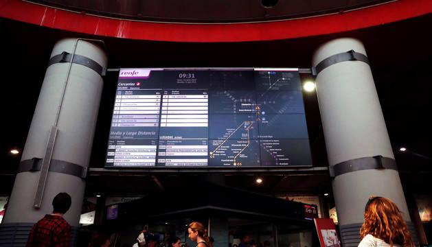 Panel informativo en la estación de Atocha durante la jornada de huelga convocada por CC OO.