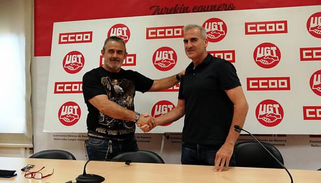 Eugenio Duque, de CC OO, y Alfredo Morales, presidente del comité de empresa de Volkswagen Navarra.
