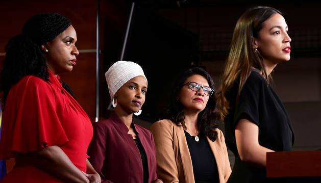 De izda. a dcha., las congresistas Ayanna Pressley, Ilhan Omar, Rashida Tlaib y Rashida Tlaib durante la rueda de prensa ofrecida.