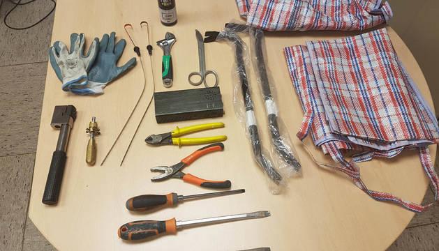 Utensilios para robos incautados por la Policía Foral.