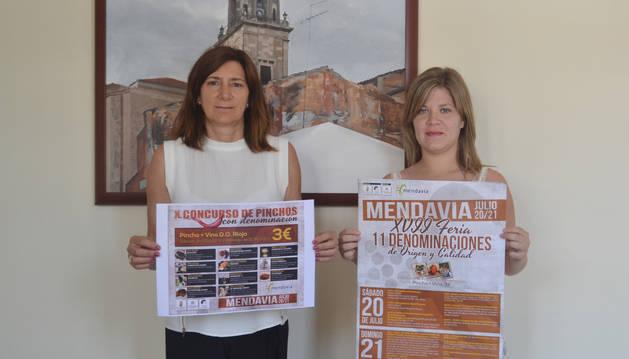 La alcaldesa Mª José Verano y Silvia Ramírez, edil de Turismo,  en la presentación de la feria.