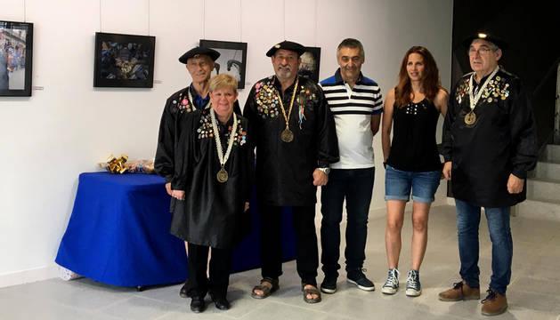 Foto de los premiados con miembros de la Orden del Cuto Divino.