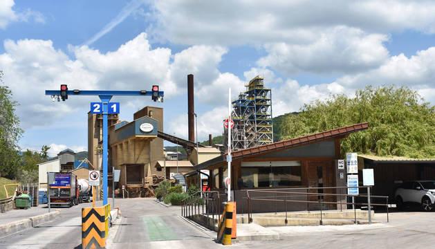 Foto del acceso a la factoría de Magnesitas Navarras en Zubiri (Esteribar).