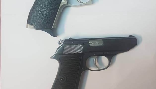 Fotos de algunas de las armas encontradas.