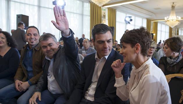 Ramón Alzórriz, Santos Cerdán, Pedro Sánchez y María Chivite, en un acto del PSN en 2018
