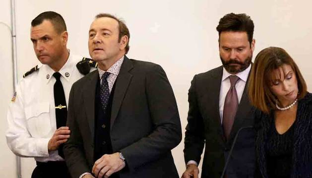 Los fiscales retiran los cargos de agresión sexual contra el actor Kevin Spacey