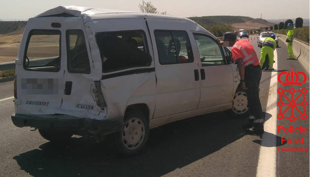 La furgoneta implicada en el accidente en la A68.