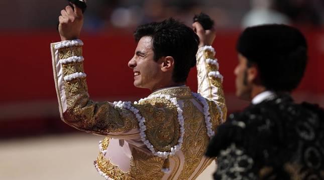 El torero de origen navarro 'Toñete' suma 4 orejas a pocos días de debutar en Tudela