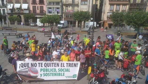 Imagen de los participantes en la marcha, que ha partido de la plaza del Castillo, este sábado.