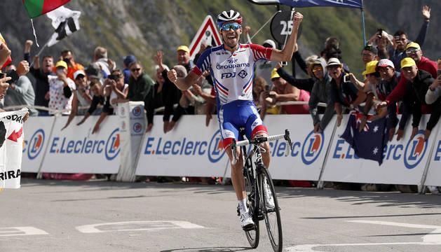 Thibaut Pinot celebra el triunfo en el alto del Tourmalet.