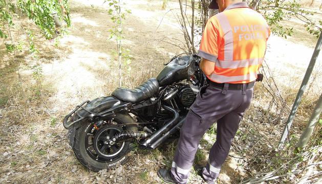 Estado en el que quedó la motocicleta en la que viajaba el herido muy grave en el accidente.