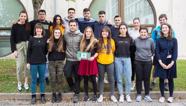 Foto de los estudiantes participantes en el concurso.