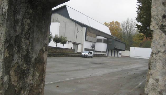 El Ayuntamiento invertirá 25.000 euros en arreglar la cubierta del frontón de Elizondo.