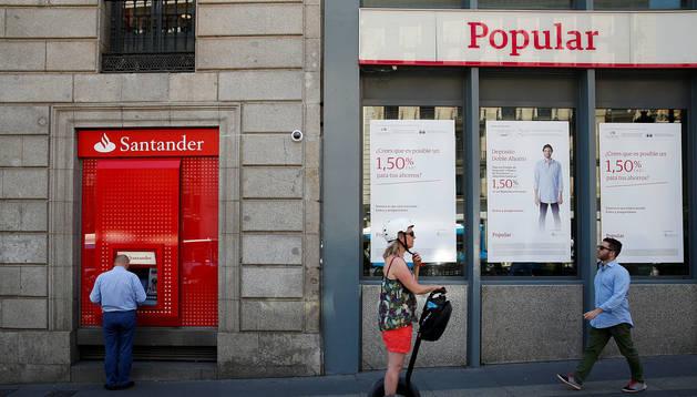 Una oficina del Banco Popular, comprado por un euro por el Banco Santander en 2017
