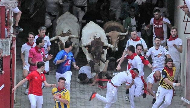 El primer encierro de San Fermín de este año acabó con tres heridos por asta de toro.