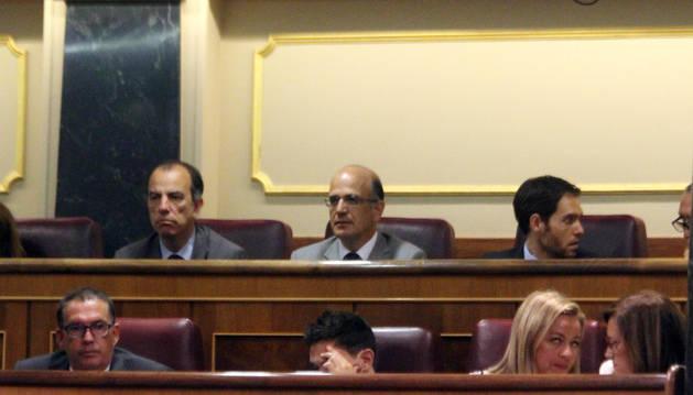 García Adanero, el senador Alberto Catalán que fue invitado, y Sayas, de NA+.
