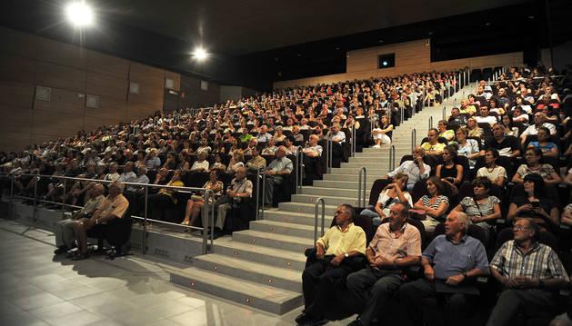 Aspecto que presentaba el Centro Cultural Tafalla Kulturgunea, donde se congregaron cerca de medio millar de personas en la reunión con el ayuntamiento.