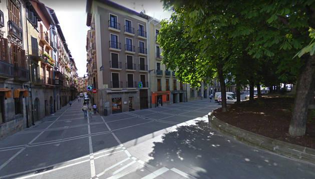 Imagen de la calle Ciudadela de Pamplona, que permanecerá cortada al tráfico este lunes.
