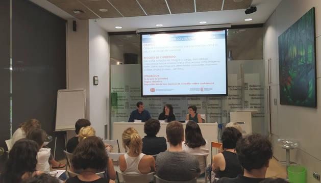 De izda. a dcha: Ruben Goñi, María José Pérez, y Margarita Echauri durante la presentación de la web.