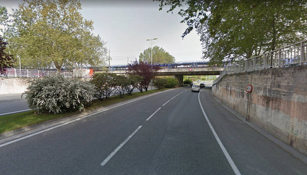 Imagen del tramo de la avenida Navarra en el que se va a proceder a la anulación del carril izquierdo.