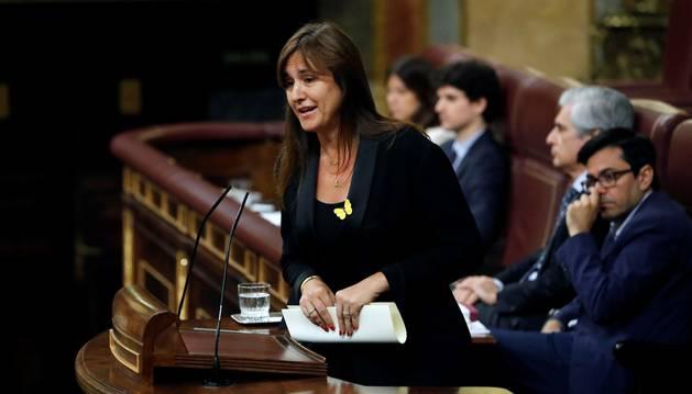 La portavoz de JxCat en el Congreso, Laura Borràs, interviene este martes en el Congreso, durante la segunda jornada del debate del candidato socialista, Pedro Sánchez.