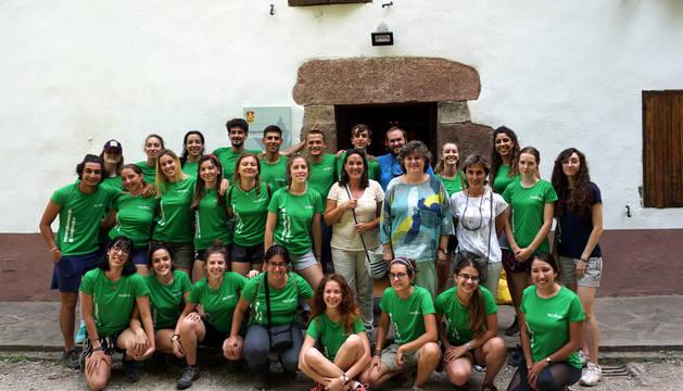 24 jóvenes, en el campo de voluntariado del Parque Natural Señorío de Bertiz