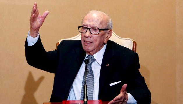 El presidente tunecino, Beji Caid Essebsi, da una conferencia de prensa en el Palacio de Cartago en Túnez.