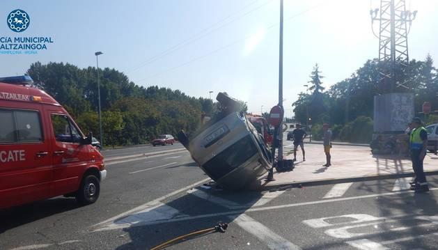 Foto del estado en el que quedó uno de los vehículos implicados en el accidente de tráfico en la avenida San Jorge de Pamplona.