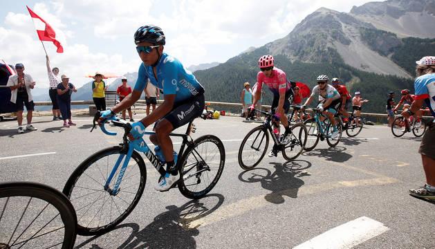 Nairo Quintana durante el ascenso a uno de los puertos alpinos en la etapa 18 del Tour de Francia 2019, que ganó en solitario.