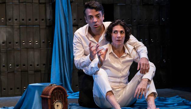 Foto de Gema Matarranz y Alejandro Vera, en el escenario.