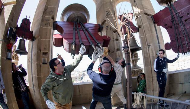 Imagen de la campana Gabriela, en la torre sur de la Catedral de Pamplona.