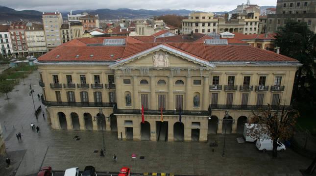 Palacio de Navarra, sede del Gobierno Foral, desde la altura del Paseo de Sarasate