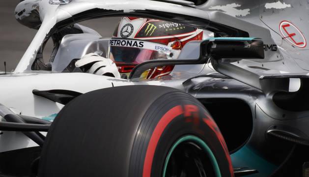 El piloto británico de Fórmula Uno Lewis Hamilton en acción durante la tercera sesión de práctica de la Fórmula 1 en Hockenheim, Alemania.
