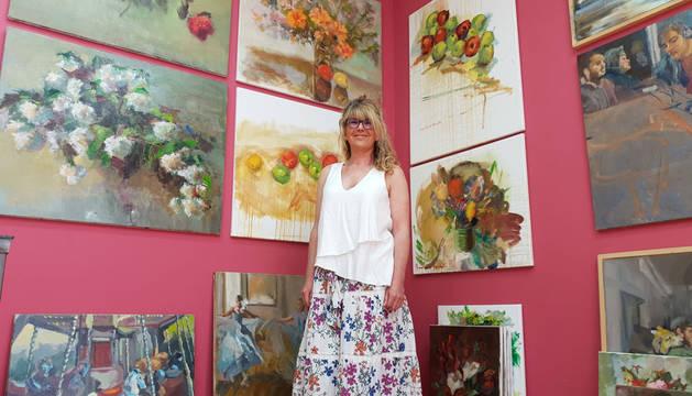 Diana Iniesta, artista catalana afincada en Erratzu desde hace 14 años, ha abierto las puertas de su taller por primera vez para presentar su tradicional exposición de verano.