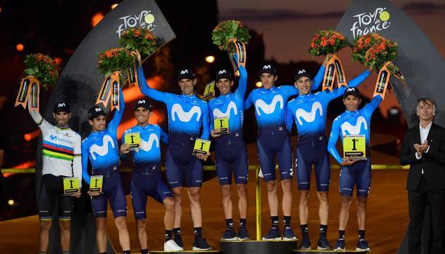 Foto de los componentes del Movistar Team: Nairo Quintana, Mikel Landa, Alejandro Valverde, Andrey  Amador, Marc Soler, Nelson Oliveira, Carlos Verona, y el navarro Imanol Erviti.