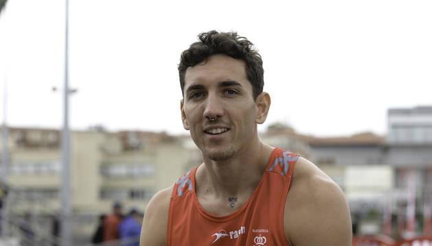 Sergio Fernández, el sábado rodeado de vallas en Larrabide, donde compitió por Navarra.