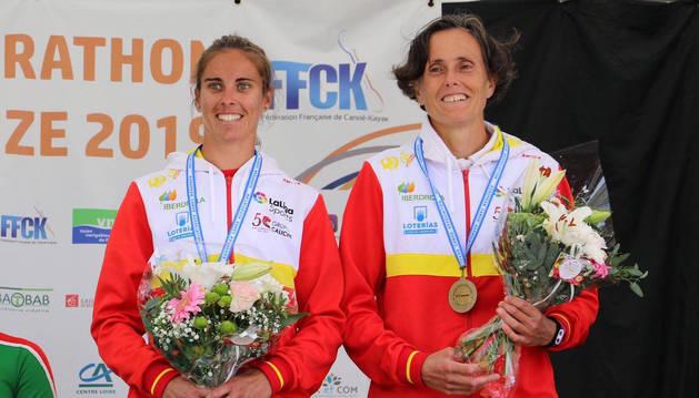 Foto de Amaia Osaba y su compañera Eva Barrios, con la medalla de bronce.