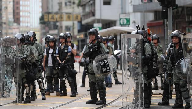Foto de uno de los cordones de seguridad desplegado por la Policía de Hong Kong.